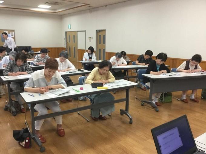 富山市光陽公民館での天地人書き写し教室